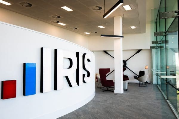 iris-skyline-lounge-wall-at-heathrow-approach-by-fsl-group.jpg
